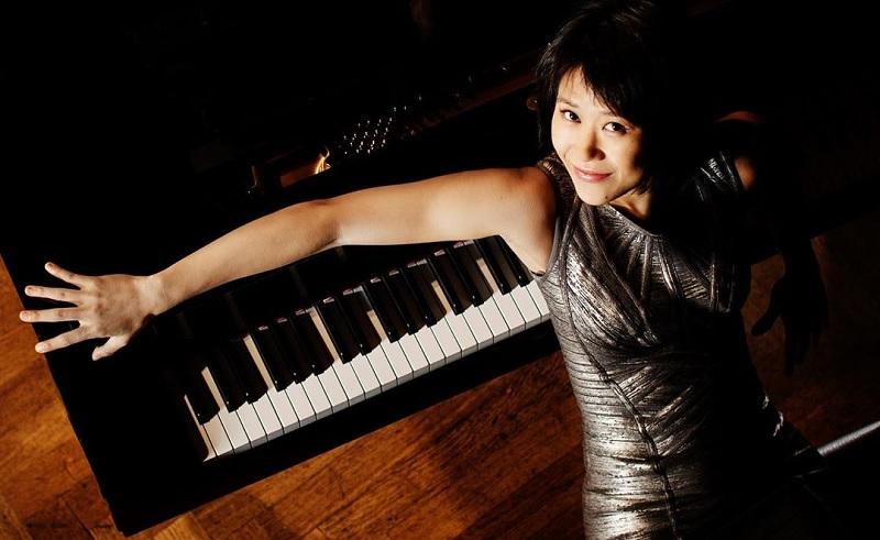 https: img.okezone.com content 2020 06 04 33 2224262 pianis-yuja-wang-dukung-demo-as-piano-rusak-bisa-direparasi-namun-hidup-tak-bisa-diganti-1rjsX4Xlvk.jpg