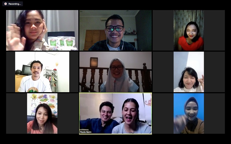 https: img.okezone.com content 2020 06 05 12 2225040 serunya-video-call-para-pemenang-kompetisi-foto-ramadan-terindah-bareng-baim-paula-lD2ySl4S8e.jpeg