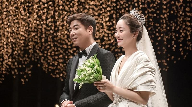 https: img.okezone.com content 2020 06 05 33 2225226 5-bulan-menikah-seo-hyo-rim-melahirkan-bayi-perempuan-T6NP7QATN4.jpg