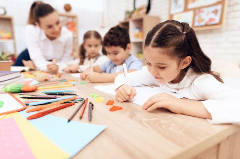https: img.okezone.com content 2020 06 05 481 2224959 sekolah-di-inggris-kembali-dibuka-orangtua-murid-anak-anak-rentan-terkena-covid-19-1vQFX2epKJ.jpg