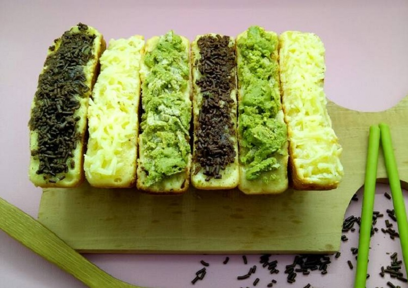 https: img.okezone.com content 2020 06 07 298 2225836 new-normal-bawa-bekal-camilan-lezat-kue-pukis-green-tea-ke-kantor-yuk-zw25Aoi34K.jpg
