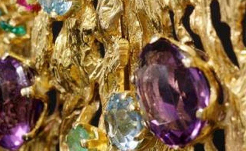 https: img.okezone.com content 2020 06 07 320 2225923 penjualan-perhiasan-emas-anjlok-90-terburuk-sejak-krisis-moneter-1998-AF23c0XV0O.jpg