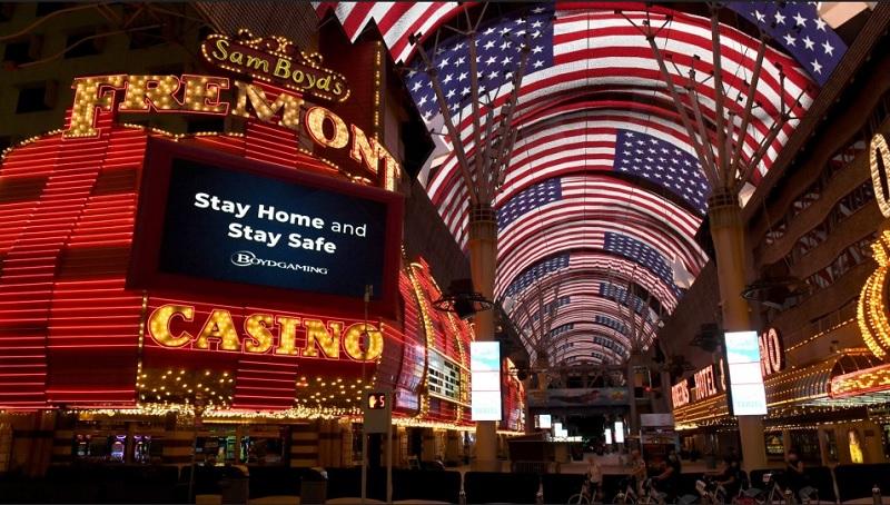 https: img.okezone.com content 2020 06 07 406 2225721 casino-las-vegas-dibuka-kembali-banyak-pengunjung-langgar-protokol-kesehatan-9PaLtiFW3w.jpg