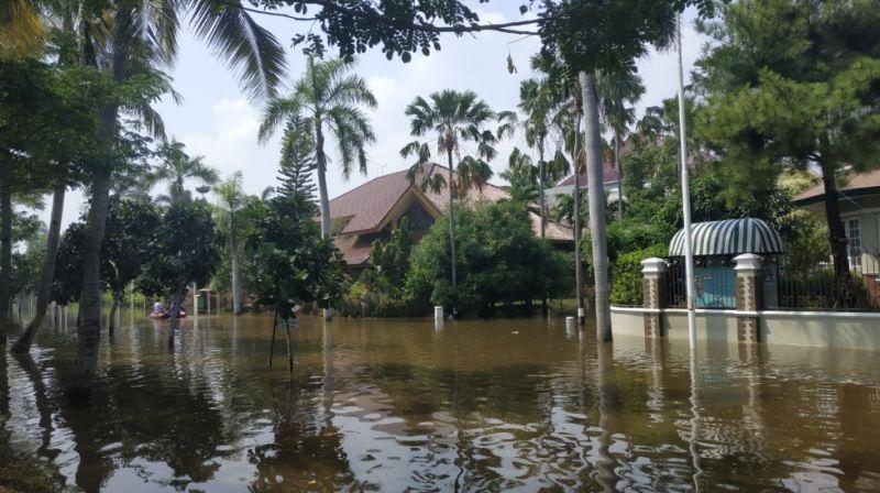 https: img.okezone.com content 2020 06 08 338 2226161 banjir-rob-120-warga-mengungsi-di-penjaringan-ohXka0c1Qc.jpg