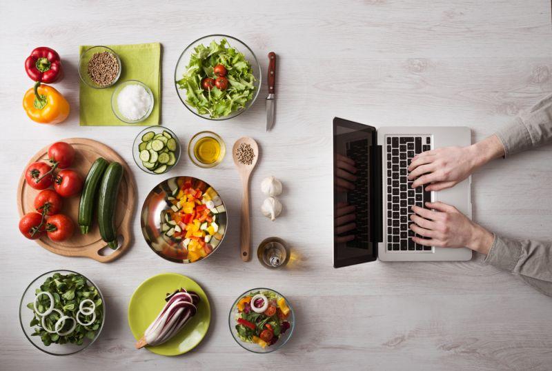 https: img.okezone.com content 2020 06 08 481 2226220 8-makanan-yang-cocok-tingkatkan-imunitas-tubuh-untuk-lansia-hEo3paqqbs.jpg