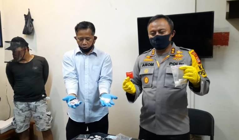 https: img.okezone.com content 2020 06 09 525 2226755 pasutri-bandar-narkoba-di-tasikmalaya-dapat-sabu-dari-lapas-banceuy-3CO6s2K5Qz.jpg