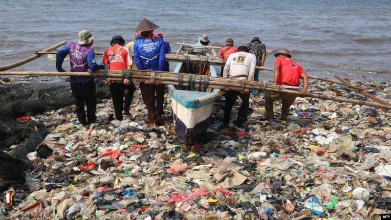 https: img.okezone.com content 2020 06 09 56 2226704 2019-jumlah-sampah-di-indonesia-capai-64-juta-ton-yTzrojyL6l.jpg