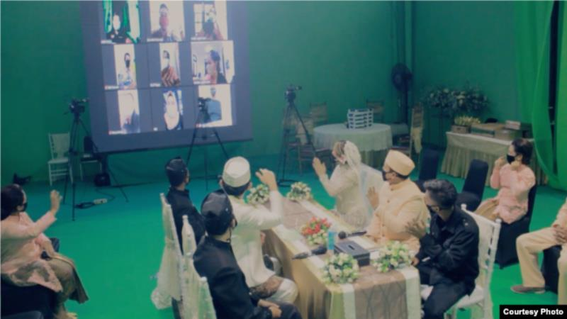 https: img.okezone.com content 2020 06 10 207 2227639 unik-pesta-pernikahan-virtual-dengan-teknologi-green-screen-5mfz9iYX8d.jpg