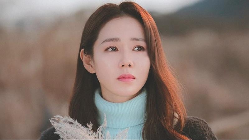 https: img.okezone.com content 2020 06 10 611 2227861 son-ye-jin-jadi-wanita-tercantik-dunia-kalahkan-lisa-blackpink-ini-5-rahasia-cantiknya-jeLxxqABl5.jpg