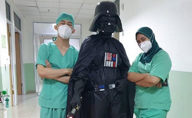 https: img.okezone.com content 2020 06 10 612 2227735 lawan-virus-corona-dokter-super-hero-garda-terdepan-masyarakat-itu-sendiri-r07OSpqgMT.jpg