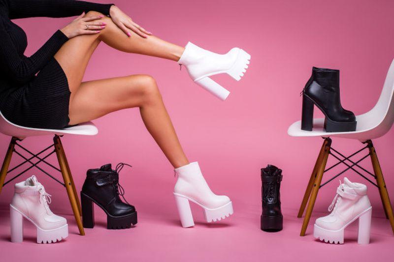 https: img.okezone.com content 2020 06 11 194 2228520 4-trik-agar-kaki-tak-lecet-saat-pakai-sepatu-boots-baru-L8pxk9XSbq.jpg