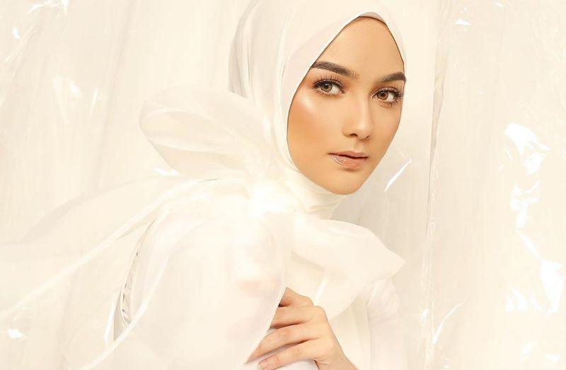 https: img.okezone.com content 2020 06 11 194 2228588 melihat-kerennya-gaya-citra-kirana-yang-masuk-100-perempuan-tercantik-2020-ccXY22h65X.jpg