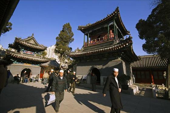 https: img.okezone.com content 2020 06 11 615 2228454 tiga-masjid-tertua-di-china-cocok-untuk-wisata-religi-usai-covid-19-Xvmx7dIbVK.jpg