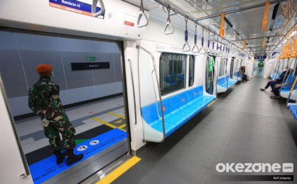 https: img.okezone.com content 2020 06 12 320 2228846 adaptasi-kebiasaan-baru-di-transportasi-umum-jangan-bicara-selama-perjalanan-rT5PADJfvm.jpg