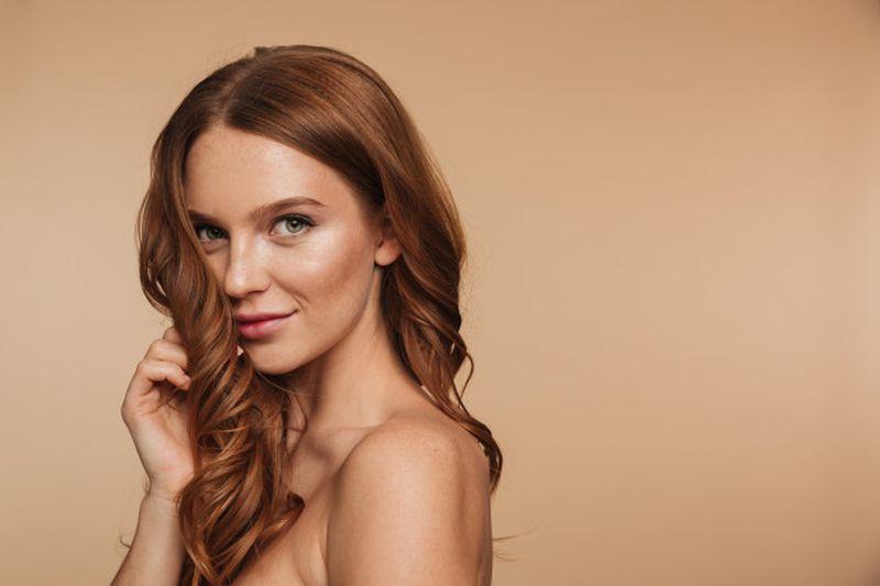 https: img.okezone.com content 2020 06 12 611 2229210 yuk-pilih-lipstik-sesuai-jenis-warna-rambut-mudah-kok-bmDYc577hp.jpg
