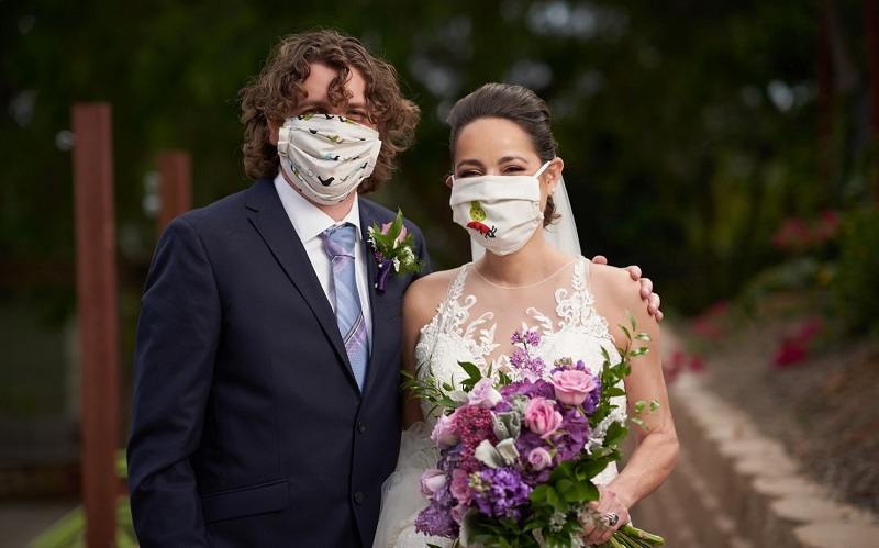 https: img.okezone.com content 2020 06 14 196 2229762 ingin-tahu-protokol-resepsi-pernikahan-di-era-new-normal-saksikan-di-inews-special-report-hari-ini-cxBGmrRUGD.jpg
