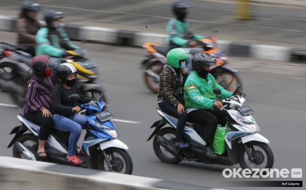 https: img.okezone.com content 2020 06 14 320 2229739 tenang-ini-cara-aman-naik-ojol-dan-taksi-online-selama-new-normal-BpjUK2mbG2.jpg