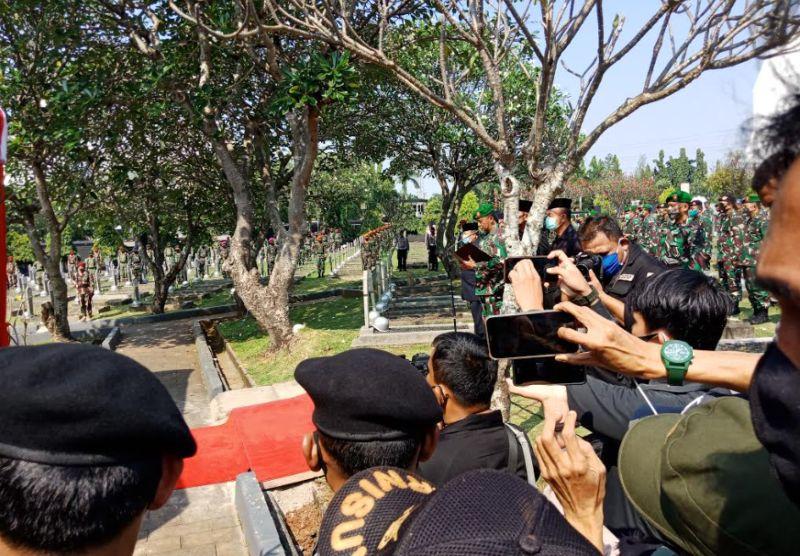 https: img.okezone.com content 2020 06 14 337 2229798 ksad-jenderal-andika-perkasa-pimpin-upacara-pemakaman-pramono-edhie-wibowo-P21cnBh5Sf.jpg