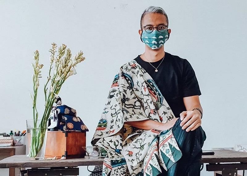 https: img.okezone.com content 2020 06 15 194 2230428 kolaborasi-didiet-maulana-dengan-desainer-singapura-kanada-ciptakan-sajadah-tenun-ikat-4zm6wyWfGs.jpg