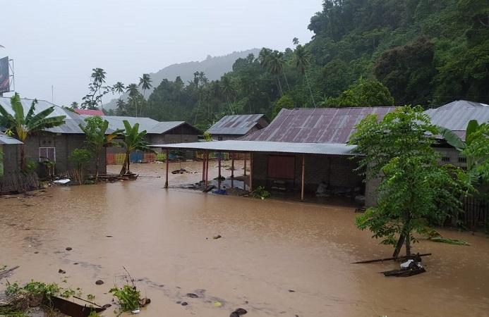 https: img.okezone.com content 2020 06 15 340 2230024 banjir-bandang-terjang-bone-bolango-400-warga-mengungsi-dan-2-504-rumah-terdampak-ObC2Tgotsx.jfif