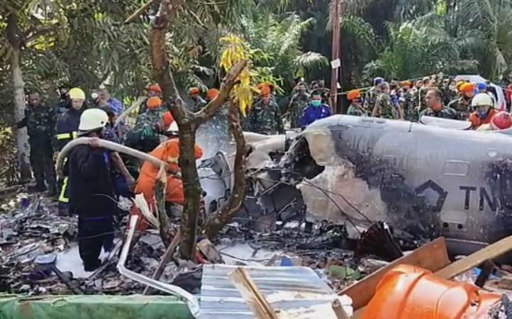https: img.okezone.com content 2020 06 15 340 2230091 pesawat-tempur-tni-jatuh-di-permukiman-warga-ini-videonya-m35AczJuP9.jfif