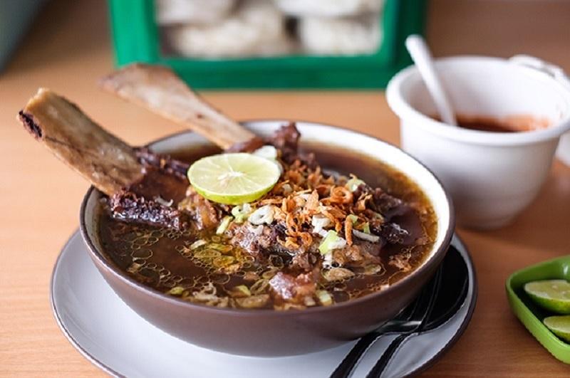 https: img.okezone.com content 2020 06 16 298 2231232 8-makanan-indonesia-dalam-bahasa-prancis-mana-paling-susah-diucapkan-1sU9xvNwmz.jpg