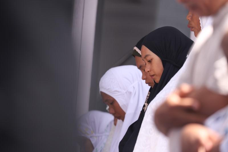 https: img.okezone.com content 2020 06 16 330 2231137 hukum-perempuan-sholat-berjamaah-di-masjid-3ADh7DfbbO.jpg