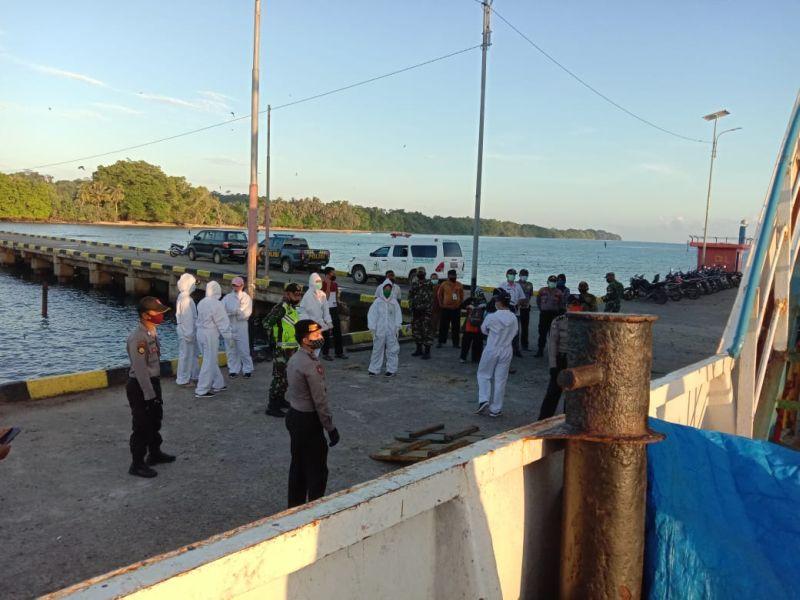 https: img.okezone.com content 2020 06 16 340 2231181 cerita-arungi-laut-12-jam-untuk-salurkan-bantuan-ke-pulau-terluar-k4GrcqOzzn.jpg