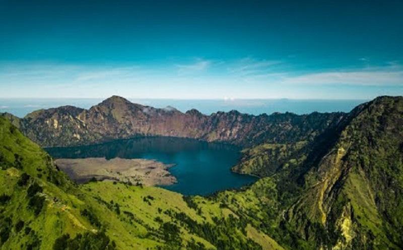 https: img.okezone.com content 2020 06 16 406 2230799 kemenparekraf-dorong-pemandu-wisata-gunung-tingkatkan-kompetensi-yaxg2Gpf1X.jpg