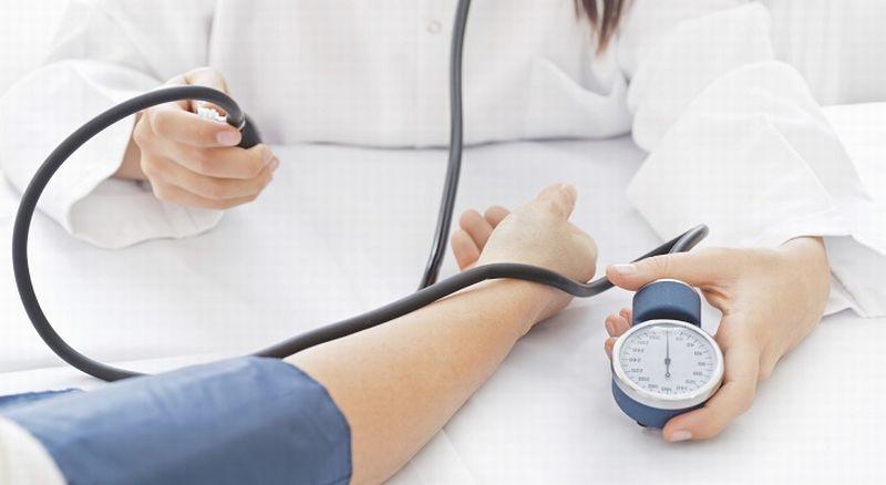 https: img.okezone.com content 2020 06 16 481 2231120 sakit-kepala-karena-hipertensi-bisa-kalau-tekanan-darah-sudah-di-atas-200-ajh2Fs2pL0.jpg