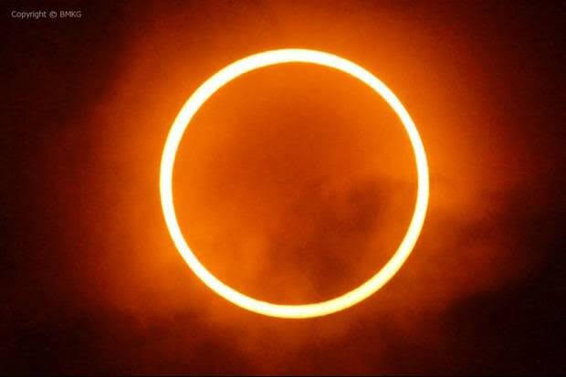https: img.okezone.com content 2020 06 16 56 2230868 gerhana-matahari-cincin-sambangi-bumi-akhir-pekan-ini-5VUSIEkf8i.jpg