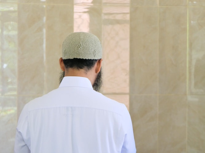 https: img.okezone.com content 2020 06 16 614 2231141 10-tanda-akhlak-mulia-muslimin-OAatd43VKZ.jpg
