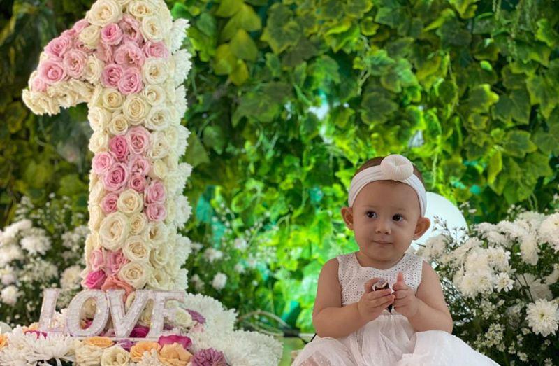 https: img.okezone.com content 2020 06 17 196 2231500 4-foto-gemas-arabella-anak-aura-kasih-di-ulang-tahun-pertamanya-8twJZI6aYJ.jpg