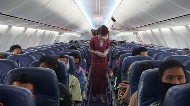 https: img.okezone.com content 2020 06 17 320 2231841 kursi-pesawat-paling-belakang-jadi-area-karantina-penumpang-terindikasi-corona-MhSHTQ6AI0.jpg