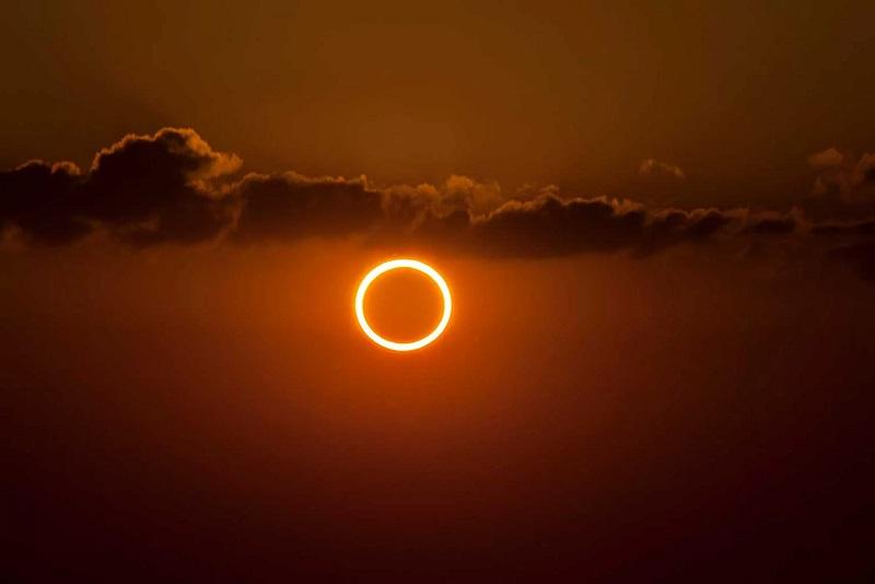 https: img.okezone.com content 2020 06 17 56 2231646 lapan-prediksi-gerhana-matahari-cincin-terjadi-akhir-pekan-ini-fqxzzBEPCL.jpg