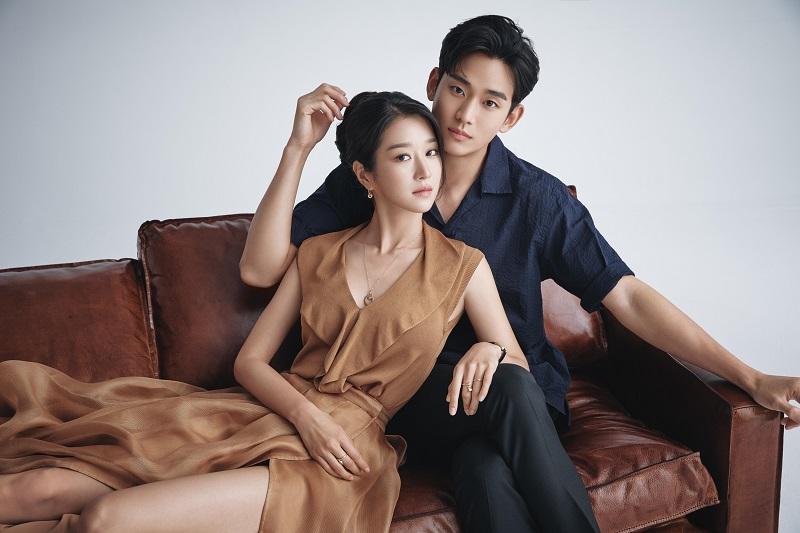 https: img.okezone.com content 2020 06 17 598 2231700 adu-akting-kim-soo-hyun-dan-seo-ye-ji-saling-lempar-pujian-IwhTXHSY87.jpg