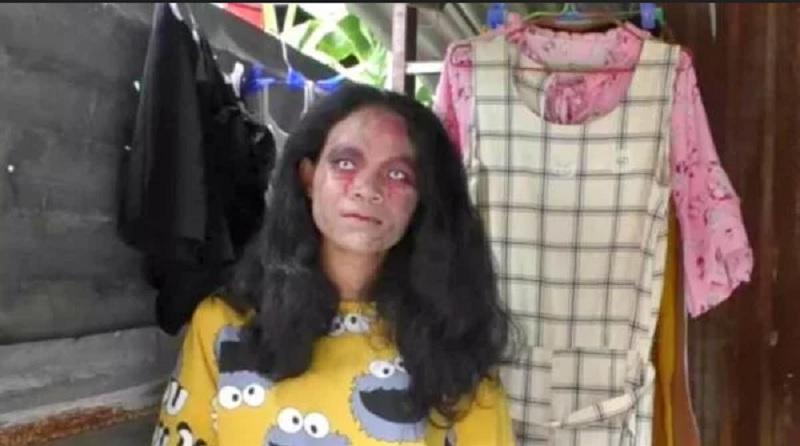 https: img.okezone.com content 2020 06 17 612 2231912 viral-penjual-baju-berdandan-mirip-zombie-dagangan-laku-zni9RwzVWE.jpg