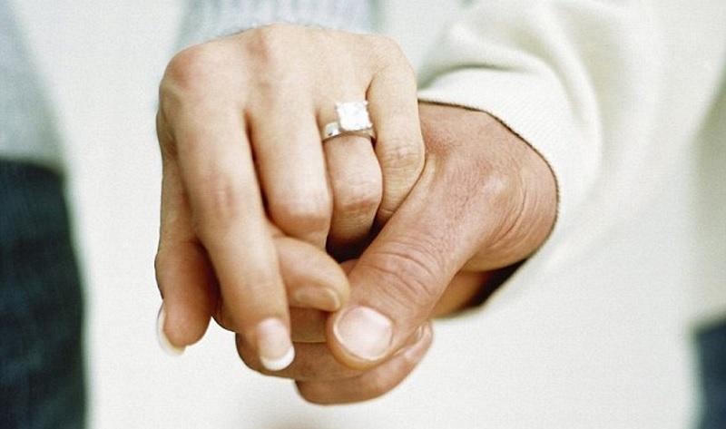 https: img.okezone.com content 2020 06 18 196 2232506 30-tahun-menikah-pasangan-lansia-ini-hidup-sendiri-sendiri-meski-serumah-lz7FaUxXiS.jpg