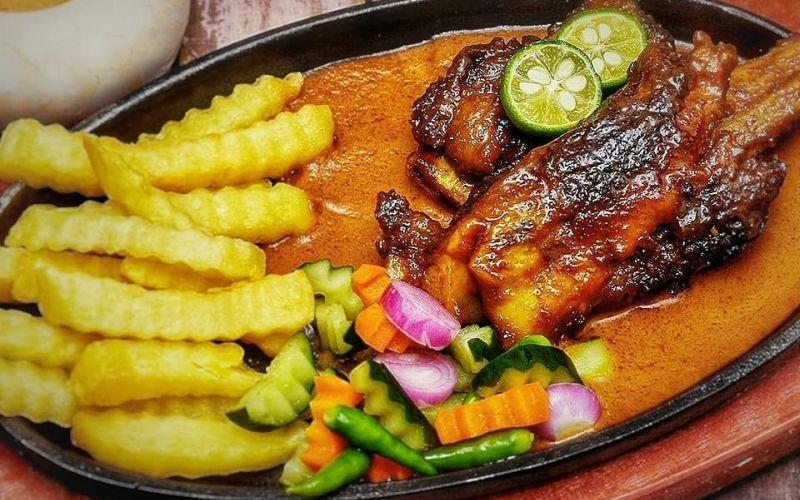 https: img.okezone.com content 2020 06 18 298 2232362 resep-iga-bakar-madu-saus-kacang-makan-malam-selezat-restoran-bintang-lima-2bdWXKKGQa.jpg