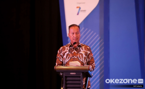 https: img.okezone.com content 2020 06 18 320 2232136 bangga-indonesia-produsen-karet-alam-terbesar-nomor-2-di-dunia-EeEHL6Q9aw.jpg