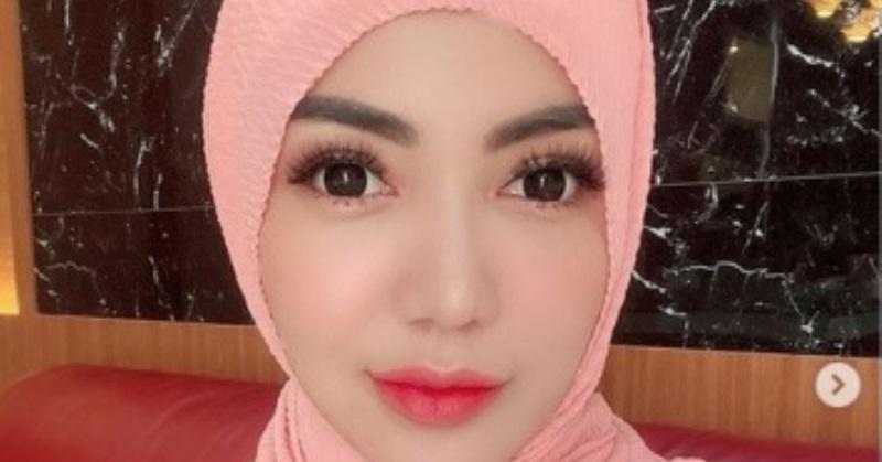 https: img.okezone.com content 2020 06 18 33 2232053 bella-shofie-murka-penampilan-berhijab-dikritik-netizen-ieL3sD6Hhp.jpg