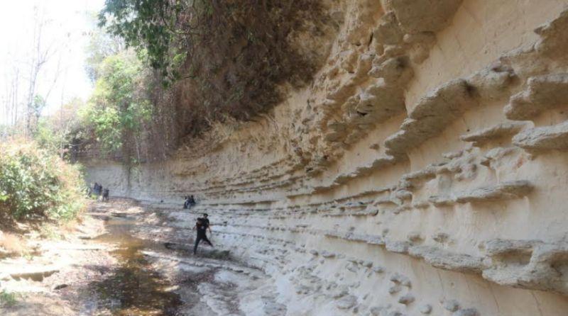 https: img.okezone.com content 2020 06 18 406 2232026 eksotisme-dinding-sungai-purba-kalinanas-blora-pahatan-alam-jutaan-tahun-lalu-tYyQ5Z8lh6.jpg