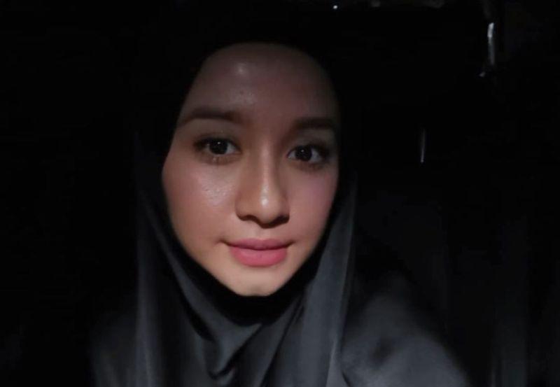 5 Black Style Hijab Ala Laudya Cynthia Bella Cantik Dan Kekinian Okezone Muslim