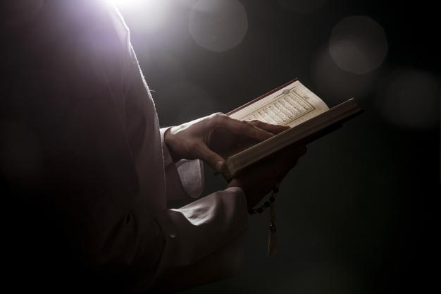 https: img.okezone.com content 2020 06 18 618 2232244 malam-jumat-baca-surah-al-kahfi-akan-disinari-cahaya-di-antara-kakbah-0yBH3X8xEZ.jpg