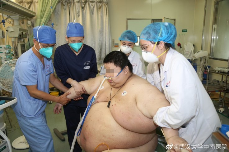 https: img.okezone.com content 2020 06 19 18 2233138 lima-bulan-lockdown-berat-badan-pria-ini-bertambah-100-kilogram-v88i6jcxBh.jpg