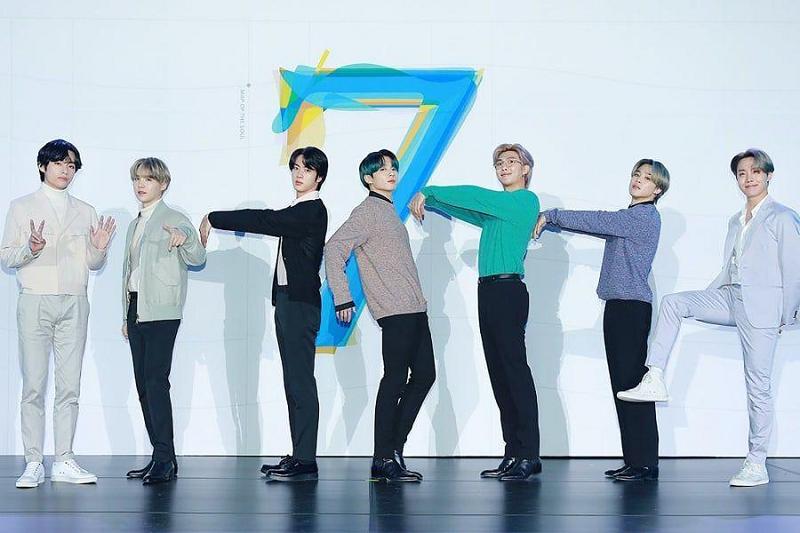 https: img.okezone.com content 2020 06 19 205 2232817 bts-satu-satunya-artis-korea-di-daftar-album-terbaik-2020-versi-rolling-stone-Vr2SVDdio5.jpg