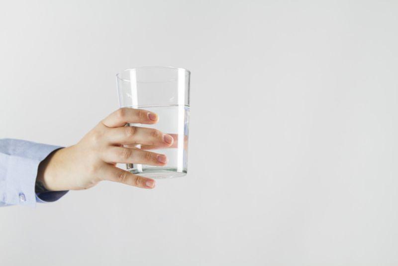 https: img.okezone.com content 2020 06 19 481 2232818 cek-fakta-masa-sih-minum-air-dingin-sebabkan-kanker-aPVsMHt5gX.jpg