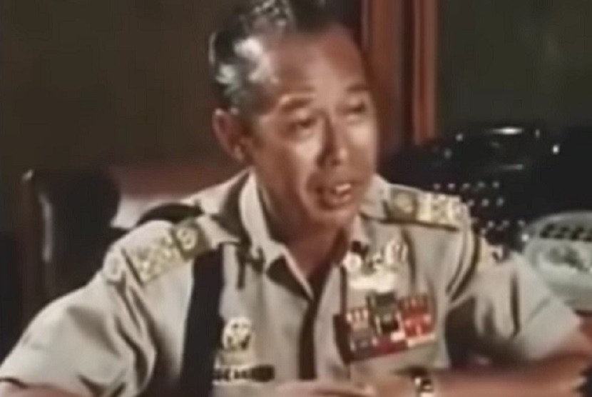 https: img.okezone.com content 2020 06 19 512 2232868 mantan-kapolri-jenderal-hoegeng-diusulkan-jadi-pahlawan-nasional-WdqvEayZza.jpg