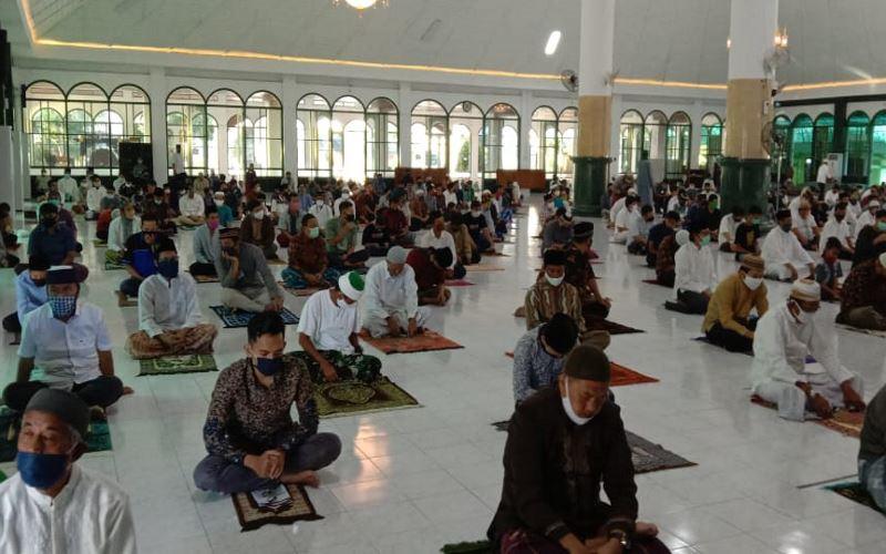 https: img.okezone.com content 2020 06 19 614 2232901 masjid-di-zona-hijau-diy-boleh-dibuka-asal-patuhi-protokol-kesehatan-n13wXAH3yQ.jpg