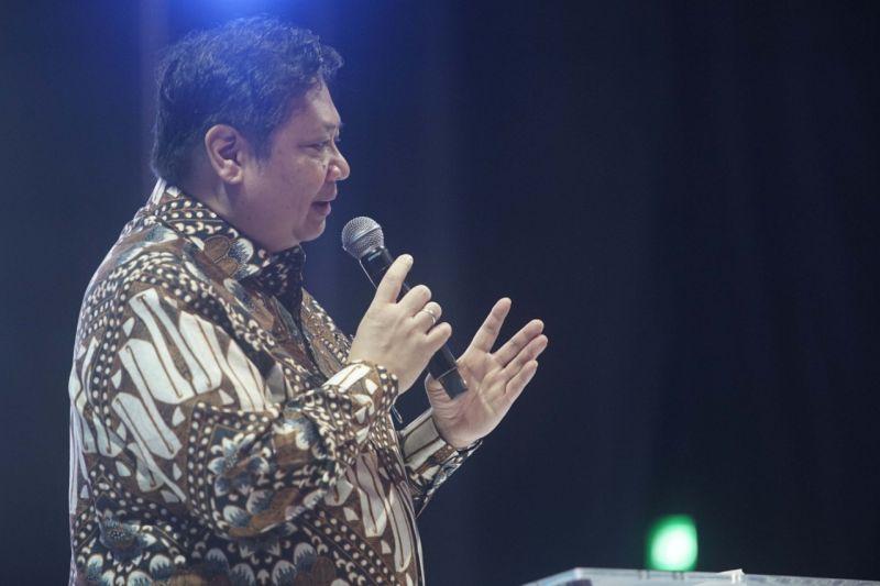 https: img.okezone.com content 2020 06 21 20 2233850 hut-jokowi-airlangga-semoga-diberi-kekuatan-dalam-memimpin-indonesia-amRmPONrYF.jpg